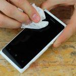 Как убрать царапины с экрана телефона и камеры