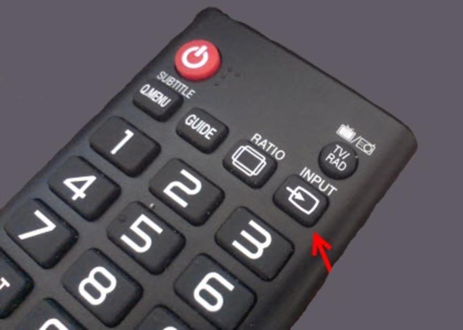 Кнопка входа на пульте ДУ телевизора